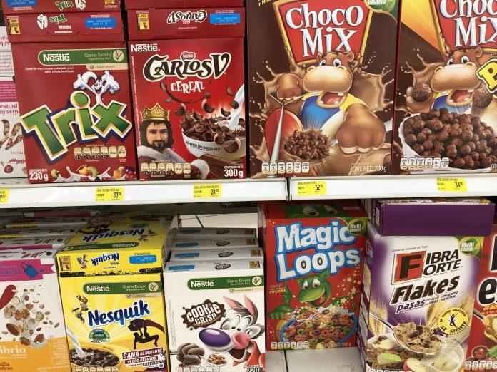 Nueva ley Salud prohibe personajes en productos altos en grasa, sodio y azúcar