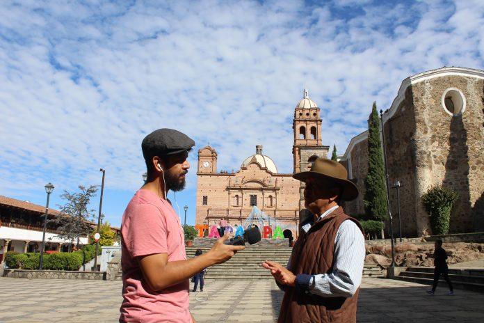 Iván Serrano, grabando leyendas de voz del cronista de Tapalpa
