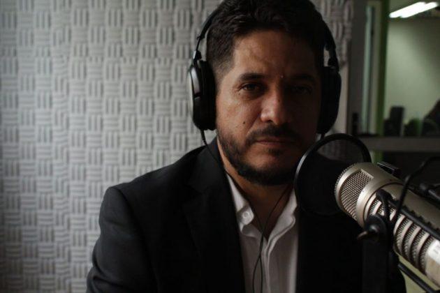 """Héctor Claudio Farina, académico del CUCiénega y conductor del programa """"Franca controversia"""""""