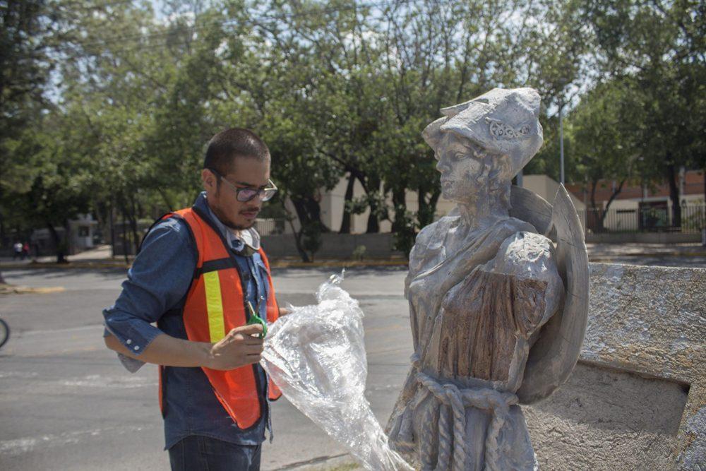 Francisco Orozco instaló sus obras en dos cruces de la avenida Dr. R. Michel, en el Sector Reforma de Guadalajara. Fotografía: Cortesía