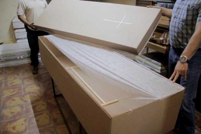 Sarcófagos de cartón. Fotografía: Jorge Alberto Mendoza, para NTR Guadalajara