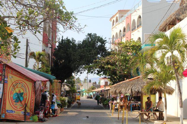 Calles de Barra de Navidad. Fotografía: Iván Serrano Jauregui